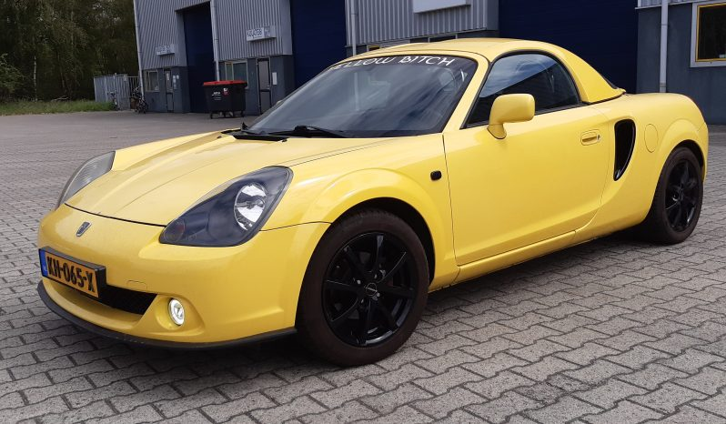 Toyota mr2  Geel bj 2001